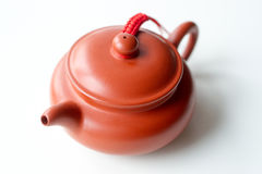 Китайский чайник глины на белой предпосылке Стоковое Фото