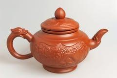 Китайский чайник глины на серой предпосылке Стоковое фото RF