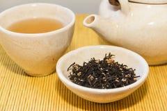 Китайский чай, который служат на таблице Стоковая Фотография