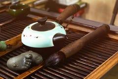 Китайский чай на деревянной плите Стоковое Изображение