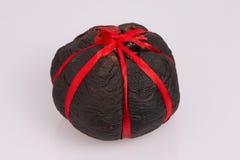 Китайский чай pu-Erh упакованный в высушенном грейпфруте. Стоковая Фотография RF
