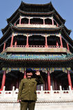 Китайский человек нося сюиту и шлем Mao Tzetung в Пекине Китае Стоковое Изображение RF