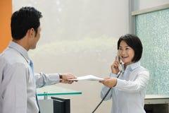 2 китайских работника офиса Стоковые Изображения RF