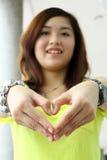 китайское сердце девушки делает Стоковое Изображение