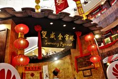 Китайское украшение Нового Года на пирамиде Sunway, Куалае-Лумпур Малайзии стоковые изображения