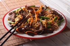 Китайское mein lo с концом-вверх говядины, muer и овощей горизонт Стоковые Фотографии RF