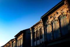 Китайско-португальская архитектура старинного здания в городке Пхукета, Стоковые Фотографии RF