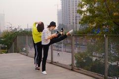 3 китайца молодых женщин делая протягивающ тренировку Стоковое Фото