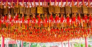 Китайцы молят бирку переводят к английскому языку все счастливые моей жизни Стоковая Фотография