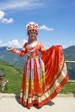 китайцы одевают этническую девушку традиционную Стоковые Изображения RF