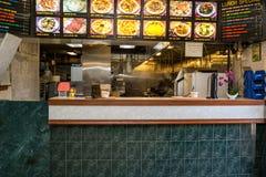 Китайцы принимают вне ресторан Стоковые Фотографии RF