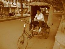 Китай, жизнь улицы в Центральном Китае, женщине trishaw Стоковое Фото