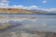 Китай, Тибет, священное озеро для буддистов Manasarovar стоковое фото rf