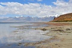 Китай, Тибет, священное озеро для буддистов Manasarovar стоковые изображения