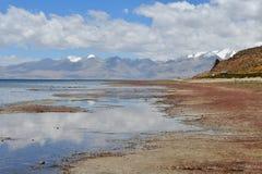 Китай, Тибет, священное озеро для буддистов Manasarovar стоковые фото
