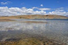 Китай, Тибет, священное озеро для буддистов Manasarovar стоковые изображения rf