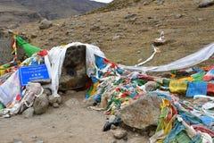 Китай, Тибет Священный камень для буддистов на пути наружного parikrama вокруг Kailas после Ла Drolma пропуска стоковое изображение