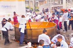 Кито, эквадор - 5-ое марта 2017: Событие фестиваля Locro, куда около 250 получили, что совместно подготовили волонтеры самое боль Стоковое Изображение