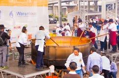 Кито, эквадор - 5-ое марта 2017: Событие фестиваля Locro, куда около 250 получили, что совместно подготовили волонтеры самое боль Стоковые Изображения RF