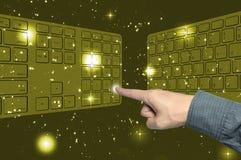 клавиатура интерфейса руки нажимая касание экрана Стоковая Фотография RF