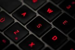 Клавиатура компьютера в подсвеченном стоковые фото