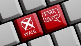 Клавиатура компьютера: Избрание и немец новостей фальшивки стоковое фото rf