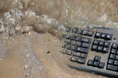 клавиатура компьютера пляжа Стоковая Фотография