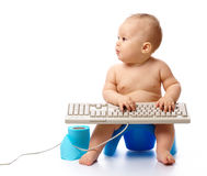 клавиатура ребенка немногая печатая на машинке стоковая фотография rf