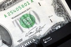 клавиатура 2 доллара счета стоковые фотографии rf