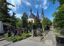 Кладбище в Прага, Чешская Республика Vysehrad стоковое изображение