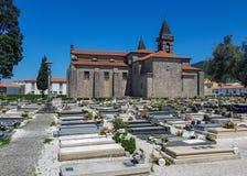 Кладбище и церковь на пути Camino португальском costal пути St James стоковая фотография rf
