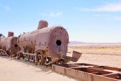 Кладбище поезда, в Uyuni, Боливия около квартир соли стоковые фото