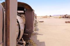 Кладбище поезда, в Uyuni, Боливия около квартир соли стоковая фотография