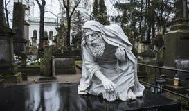 Кладбище Powazki, Варшава, Польша, Европа, декабрь 2018, старая скульптура времени отца стоковая фотография