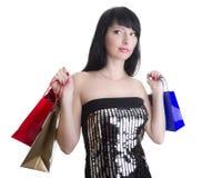 кладет блестящую женщину в мешки покупкы стоковые фотографии rf