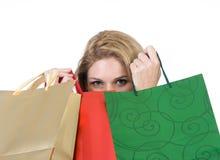 кладет женскую покупку в мешки удерживания Стоковые Фото
