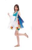 кладет красивейшие голубые покупателей в мешки девушки к Стоковые Изображения
