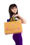кладет красивейшую shoping женщину в мешки Стоковое фото RF