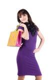 кладет красивейшую shoping женщину в мешки Стоковые Фото