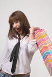 кладет милую покупку в мешки девушки Стоковая Фотография