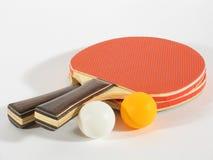 кладет настольный теннис на полку Стоковые Изображения RF