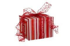 кладет подарки в коробку Стоковая Фотография RF