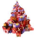 кладет подарок в коробку много стоковое изображение rf
