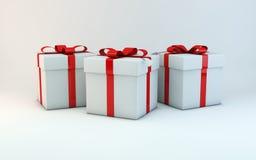 кладет подарок в коробку рождества Стоковое Фото