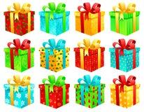 кладет подарок в коробку рождества Стоковая Фотография