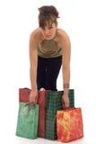 кладет покупку в мешки удерживания девушки Стоковые Изображения RF
