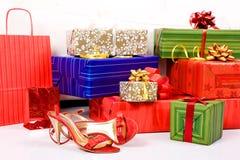 кладет праздники в коробку подарка стоковые фотографии rf