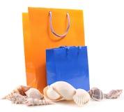 кладет раковины в мешки моря подарка Стоковые Изображения