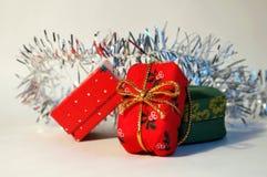 кладет рождество в коробку стоковые фото