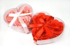 кладет сердце в коробку сформированное 2 Стоковое Фото